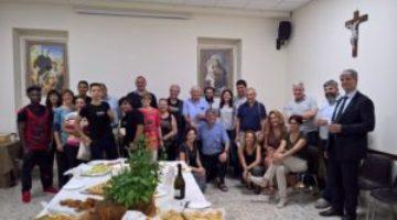 Foto-di-gruppo-con-don-Guerrini-i-padri-Rogazionisti-i-ragazzi-dell-Antoniano-di-Casa-Teresa-e-tutti-gli-amici-ed-i-sostenitori-di-ISA_reference