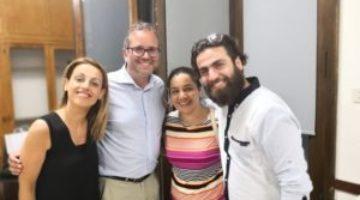 I volontari di ISA con Karwan, attuale tutor di Casa Teresa